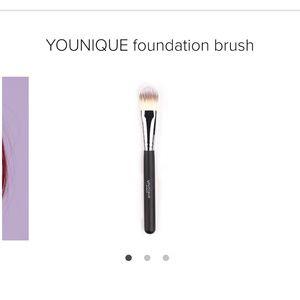 Younique Foundation Brush